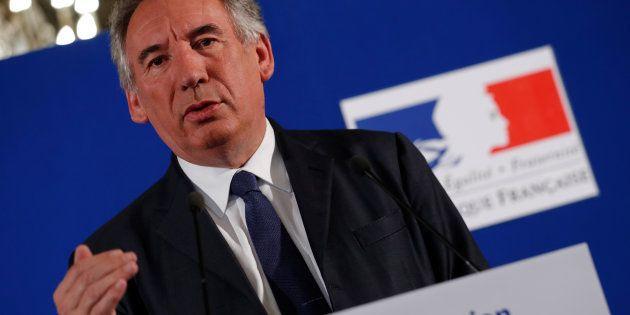 Le parti de François Bayrou est soupçonné d'avoir indûment salarié des employés aux frais du Parlement
