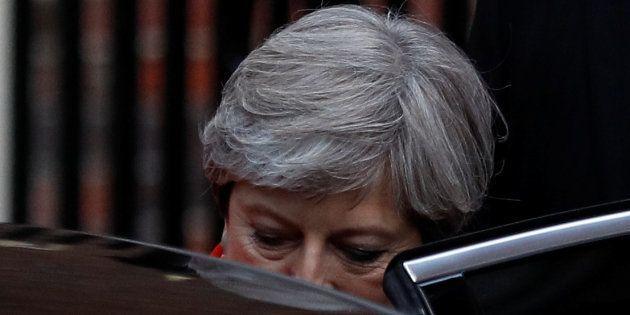 Résultat des élections en Grande Bretagne: Theresa May et les conservateurs perdent la majorité