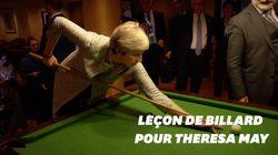 Le chef du gouvernement italien donne un cours de billard à Theresa