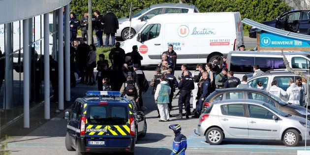 Arnaud Beltrame serait mort en tentant de désarmer le preneur