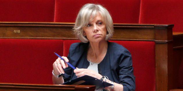 La députée socialiste Elisabeth Guigou rappelle que les élus se conforment aux usages religieux dans...