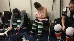 Les photos de cette joueuse de hockey canadienne prouvent qu'on peut allaiter n'importe