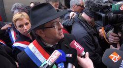 Les images de la réaction de Mélenchon après son exfiltration de la marche