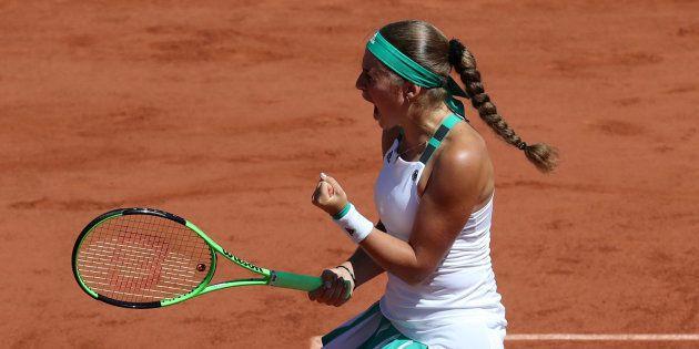 Jelena Ostapenko a aussi eu de la réussite face à Simona Halep, la preuve avec ce point complètement