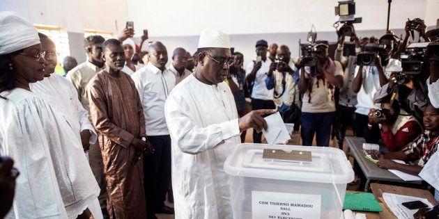 Macky Sall, président sortant, lors du vote le 24 février 2019 à Fatick au Sénégal. Il a été réélu dès...
