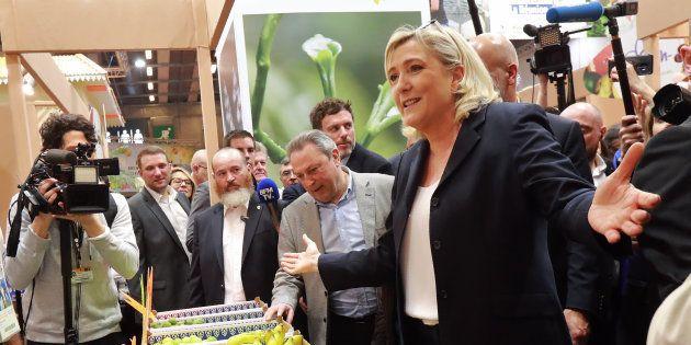 La présidente du Rassemblement national Marine Le Pen a profité de son passage au Salon de l'Agriculture...