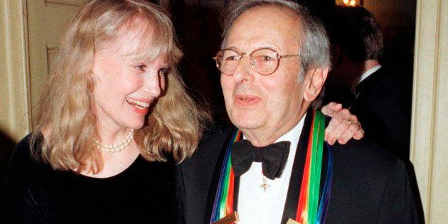André Previn, ici avec Mia Farrow en décembre 1998, est mort à 89