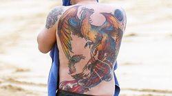 Ben Affleck assume désormais totalement son énorme tatouage dans le