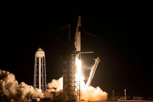 Décollage réussi pour la fusée SpaceX et sa nouvelle capsule