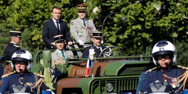 Le Président Emmanuel Macron et le général Pierre de Villiers lors du défilé du 14 juillet sur les Champs-Elysées...