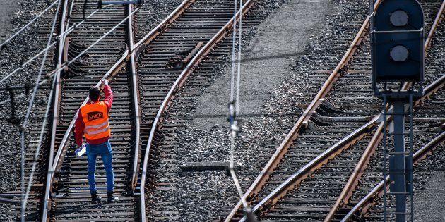 Avant la grève, la SNCF élargit sa prime pour