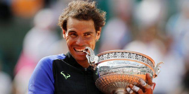 Tennis - Open de France - Roland Garros, Paris, France - 11 juin 2017 L'Espagne Rafael Nadal célèbre...