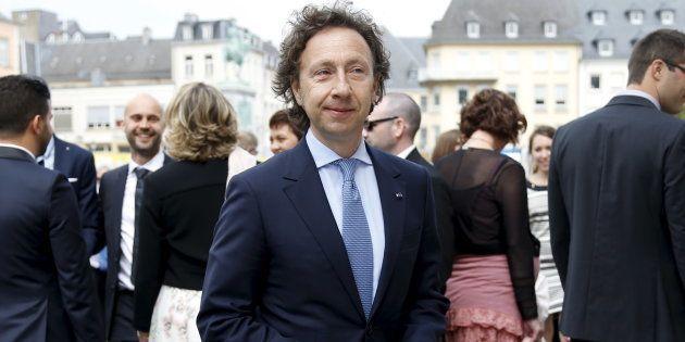Stéphane Bern présente