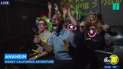 Ce journaliste en reportage à Disneyland a eu la peur de sa vie en plein
