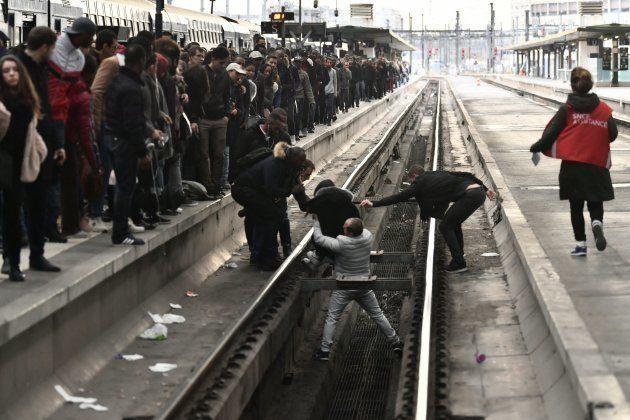Grève SNCF: Cette photo illustre bien le danger de traverser les