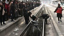 Cette scène à Gare de Lyon illustre l'inconscience des usagers pendant les