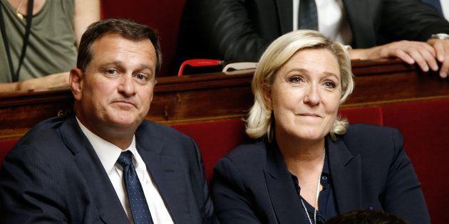Louis Aliot et Marine Le Pen côte à côte à l'Assemblée nationale en juillet