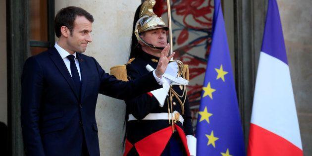 Emmanuel Macron, ici à l'Élysée en février dernier, a publié une tribune sur l'Europe qui lui vaut des...
