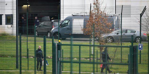 A l'entrée du centre pénitentiaire d'Alençon, à Condé-sur-Sarthe, le 5 mars