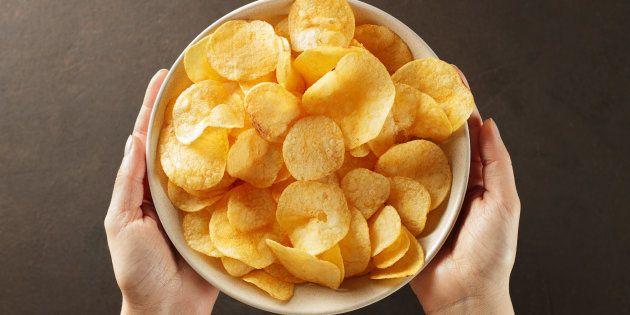 Présent dans les chips, les frites, mais aussi les céréales ou les biscuits, l'acrylamide est considéré comme un