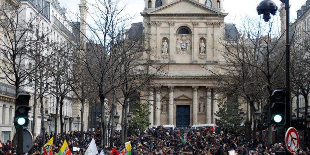 La faculté de Lettres de Sorbonne-Université bloquée, la ministre de l'Enseignement supérieur dénonce
