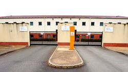 Sous les avions de Roissy, le centre de rétention où les exilés se sentent