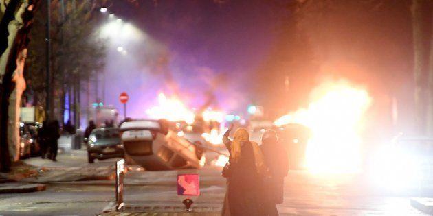 À Grenoble, la soirée émaillée de nouveaux incidents, des voitures