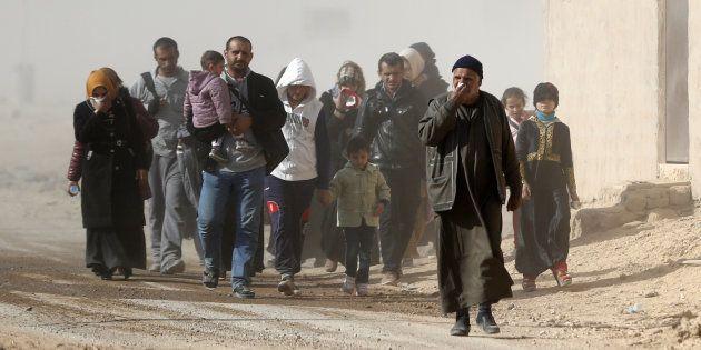 Plus de 100.000 civils retenus