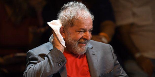 Brésil: Lula va aller en prison, décide la Cour suprême à une voix