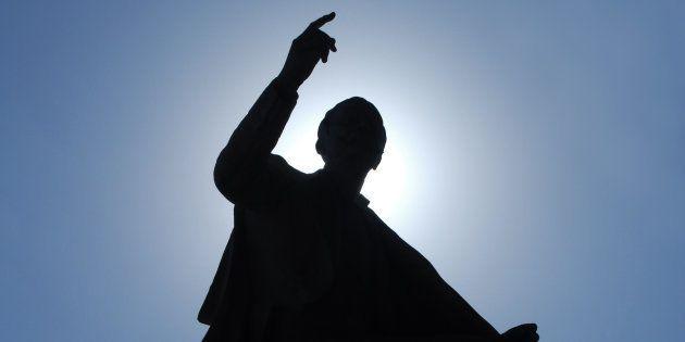 Entre un musulman radical, un radical d'extrême gauche et un radical d'extrême droite, qu'y a-t-il de