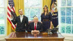 Ce prof qui pose à côté de Trump a fait entrer les LGBTQ à la Maison