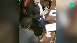 Au Brésil, ces conseillers s'échangent des cartes Panini en pleine séance à