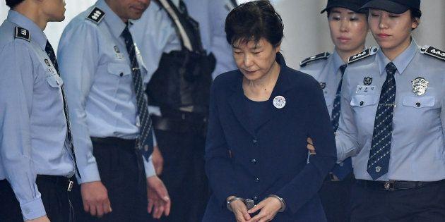 Park Geun-hye, l'ex-présidente sud-coréenne condamnée à 24 ans de prison pour