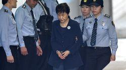 L'ex-présidente sud-coréenne condamnée à 24 ans de