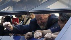Condamné à la prison, l'ex-président Lula refuse de se rendre aux autorités