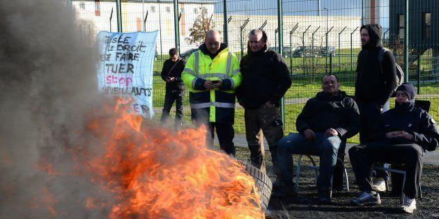Des surveillants de la prison d'Alençon/Condé-sur-Sarthe bloquant l'établissement le 7