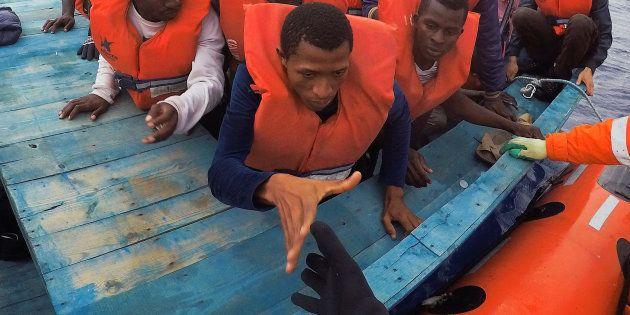 Une opération de sauvetage de migrants en Méditerranée, le 18 juin