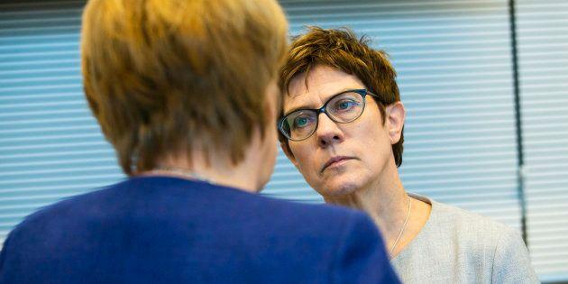 Annegret Kramp-Karrenbauer, probable successeure de Merkel, met en garde Macron après sa tribune sur...