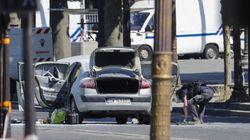 Un homme armé percute un fourgon de gendarmerie sur les Champs-Élysées avec une voiture remplie de bonbonnes de