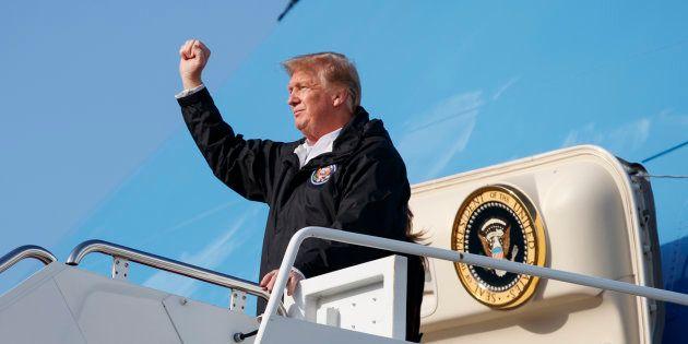 Donald Trump sortant de l'avion présidentiel à Palm Beach en Floride, vendredi 8