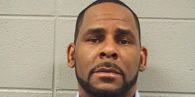 R. Kelly photographié lors de son inculpation le 6