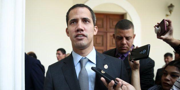 Juan Guaido (ici le 6 mars) a soumis au parlement un décret prévoyant l'instauration de l'état d'alerte...