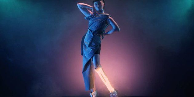 La performeuse Viktoria Modesta, équipée d'une prothèse qu'elle utilise comme une pièce de ses costumes, se produira au Crazy Horse pour une série de 29 représentations, en juin 2019.