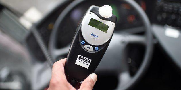 Cetéthylotest estcouplé au circuit d'alimentation du véhicule dans lequel le conducteur doit souffler...