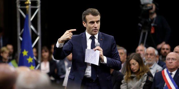 Emmanuel Macron intervenant à Greoux Les Bains dans le cadre du grand