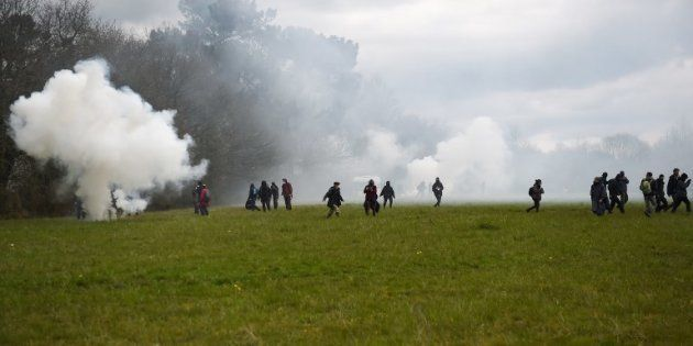 Les gendarmes reprennent les opérations d'expulsion à