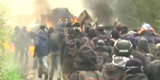 Des zadistes et un gendarme blessés à NDDL, un blindé en feu et des tirs de fusée vers un