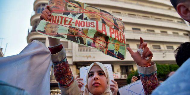 Les étudiants algériens ont manifesté dans le centre d'Alger le 12 mars 2019, un jour après que Bouteflika...