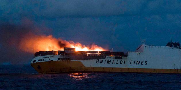 Une nappe d'hydrocarbures est attendue ce week-end près des côtes françaises après le naufrage du Grande