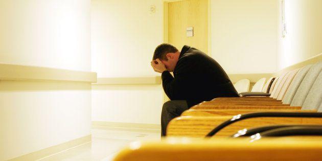 Censé soigner notre fils, l'hôpital psychiatrique a broyé notre famille.